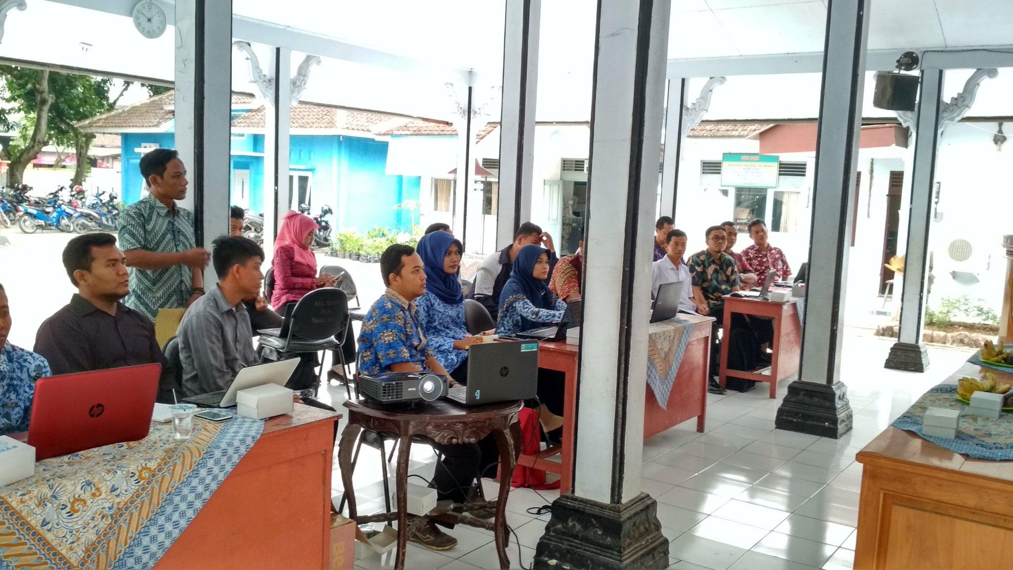 Pelatihan Pengelolaan Website Desa dari TIM Puspindes Kabupaten Pemalang